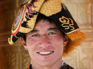 Poser's Ethnic Hat Generating All The Attention He So Clearly Needs
